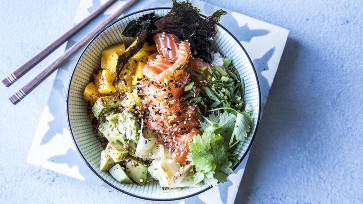 Sushibowl: Bolle med ris, laks, vårløk og ingefær