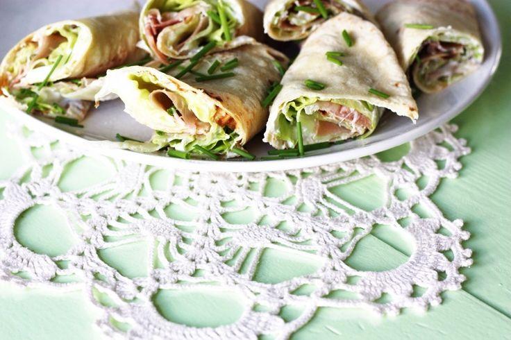 Lomper med spekemat, kesam og salat + gressløk