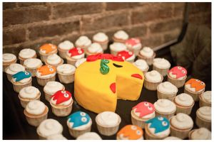 Ms. Pac man Cake and Cupcakes...whAt A cute IdeA!!!