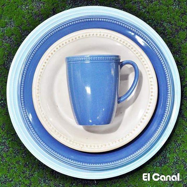 Composiciones que resaltan tu mesa. ¡Buen provecho para todos! #azul #vajilla #Decoración #ElCanalRD #DiseñoDeInteriores #SantoDomingoRD #Primavera2017 #Inspírate #Color #DetallesÚnicos.