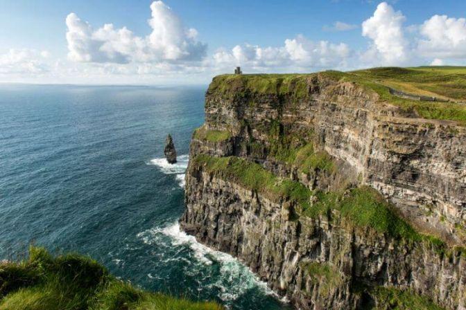 FERIE I IRLAND: Vikingerne har ikke det bedste ry flere steder i Europa herunder også i Irland. De kom til øen i 890 og røvede og plyndrede, som de var vant til fra andre steder. #Irland #ferie #rejser