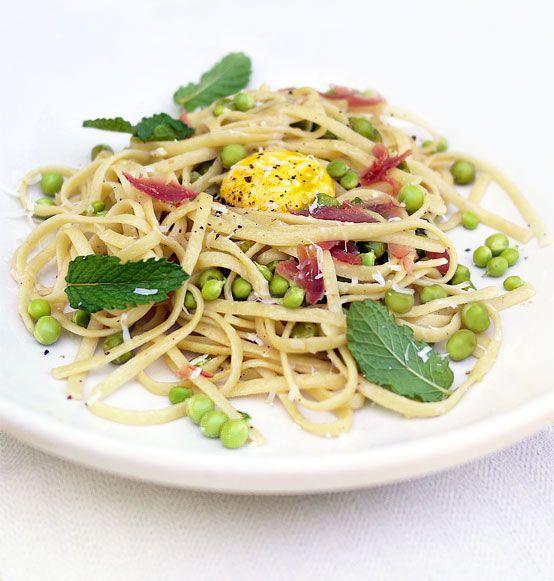 // Fresh mint and pea pasta alla carbonara