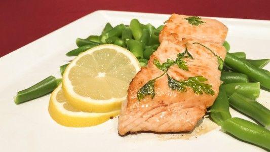 Losos sa považuje za jednu z najtučnejších rýb, ale pokiaľ ju  nebudete vysmážať určite vám neuškodí. Najlepšie chutí pripravený jednoducho, na masle s bylinkami a citrónom. Môžete si ho pripraviť aj na Vianoce napríklad so zelerovým šalátom. Získate chutné a ľahké štedrovečerné menu. Vo všedný deň ho môžete skúsiť napríklad s dusenými zelenými fazuľkami.