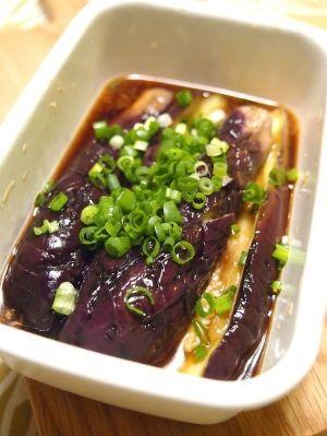 楽天が運営する楽天レシピ。ユーザーさんが投稿した「レンジで簡単焼きなす お店の味に仕上がります♪」のレシピページです。なすに胡麻油をちよろっとかけて、レンジで加熱!簡単ですが、かなり使える焼きなすです。冷たい麺類はもちろん、お弁当にも♪。焼きなす。なす (小さめ),胡麻油,☆ポン酢,☆水,☆おろし生姜,細ねぎ,塩