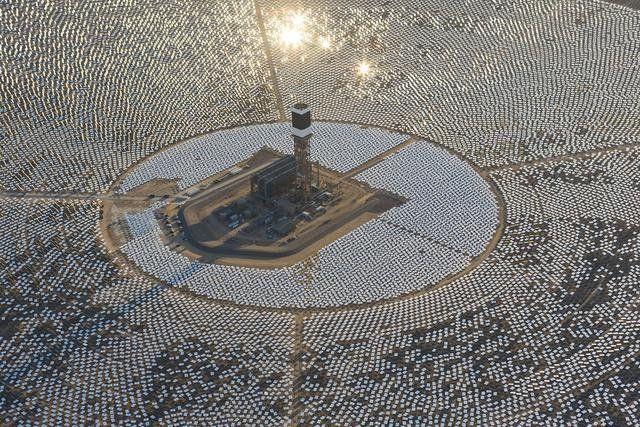 Hivatalosan is megkezdte a működést a világ legnagyobb napelemes rendszere, a kaliforniai Ivanpah Solar Electric Generating System.