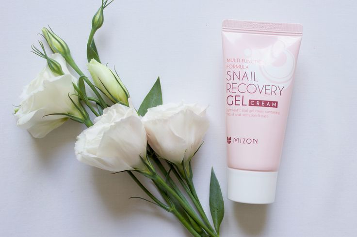My holy grail gel! Do you have oily skin and are desperate for a summer day-time moisturiser? The Mizon Snail Recovery Gel is your guy.  #kbeauty #skincare #reviews #skincarereviews #snail #koreanskincare #blogger #flatlay #tulips