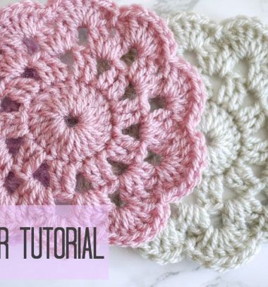 How to crochet a simple flower coaster - crochet for beginners // Egyszerű horgolt virág poháralátét (horgolás kezdőknek) // Mindy - craft tutorial collection // #crafts #DIY #craftTutorial #tutorial #easter #easterCrafts #DIYEaster