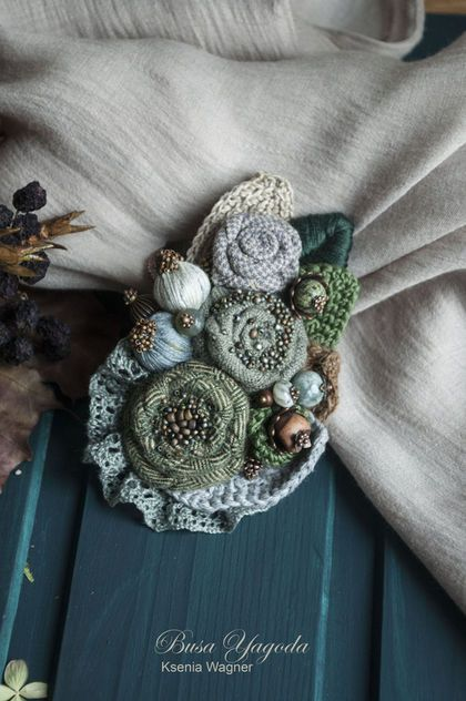 Купить или заказать Брошь ручной работы 'Иней листьев' в интернет-магазине на Ярмарке Мастеров. Эта брошь, словно горстка листьев серебристого тополя - все оттенки серебристо-серого, серо-зеленого, полынные, холодные и теплые, россыпь мелкого бисера. Брошь выполнена из тканей, вышита бисером, декорирована натуральными камнями, серо-голубыми бутонами. Край броши обрамлен различными листочками, с вышивкой, медным листиком, вязаными листьями разного оттенка и из разной пряжи.