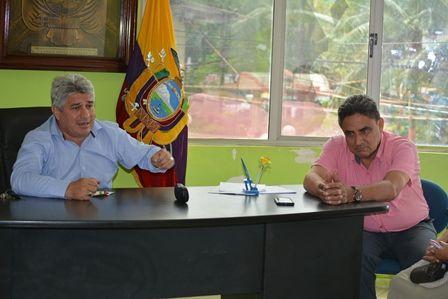 COMPROMISO DEL ALCALDE CON BARRIO LA FLORIDA DEL CENTRO CANTONAL POR PROBLEMAS DE ALCANTARILLADO