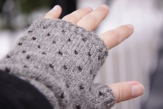 Fun and simple fingerless gloves pattern!