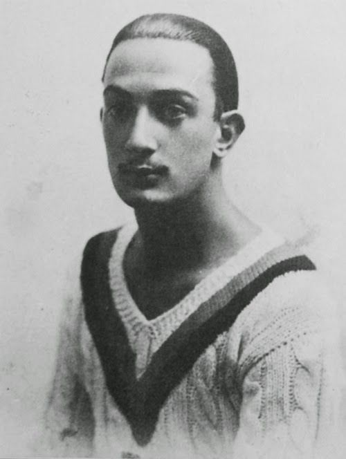 16 Interesting Nail Tutorials For Short Nails: 16 Interesting Portrait Photos Of A Young Salvador Dali