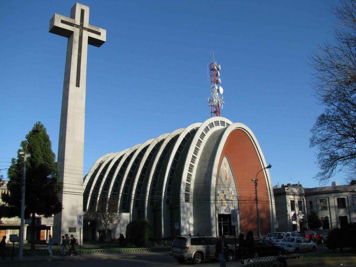Iglesia emblemática de Chillán. // Emblematic church in Chillán. (VIII Región)