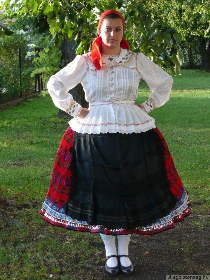Bogyiszlói női viselet.
