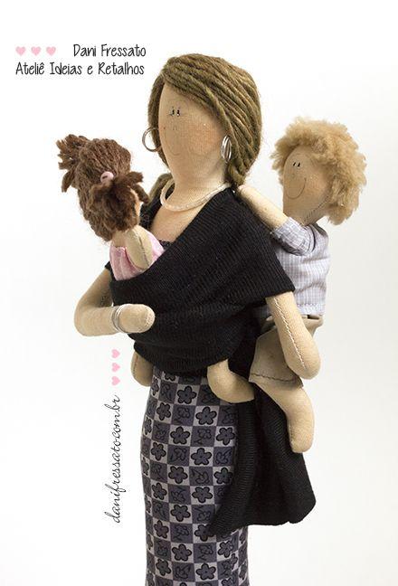 Boneca de Tecido - Mãe com filhos no colo - Wrap Sling - Ideias e Retalhos por Dani Fressato