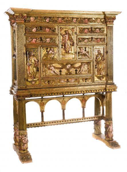 """Cabinet with carved polychrome and gilt wooden stretcher legs. - Plateresque. -[...], mis en vente lors de la vente """"Haute Époque"""" à La Suite Subastas   Auction.fr"""
