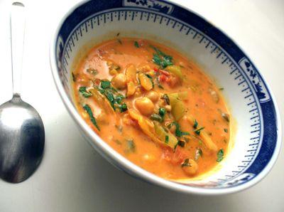 Suppe med kikerter og kokosmelk.