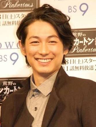 DEAN FUJIOKA(ディーン フジオカ、1980年8月19日 - )は、日本のモデル、俳優、映画監督。福島県生まれ。アミューズ所属。身長180cm、血液型A型