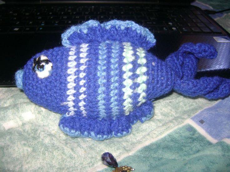 pez tejido a crochet con relleno de algodon sintetico...$8.000