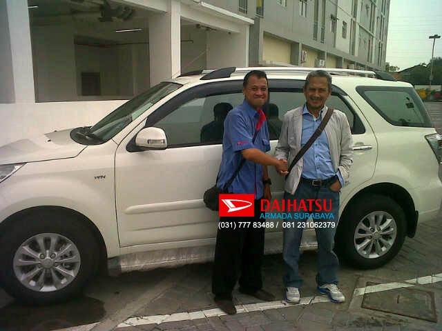 Buat Anda yang ingin informasi pembelian mobil baru Daihatsu secara cash ataupun kredit, silahkan kunjungi kami melalui website : www.daihatsu-armada.com atau kontak office Kami : (031) 31384595