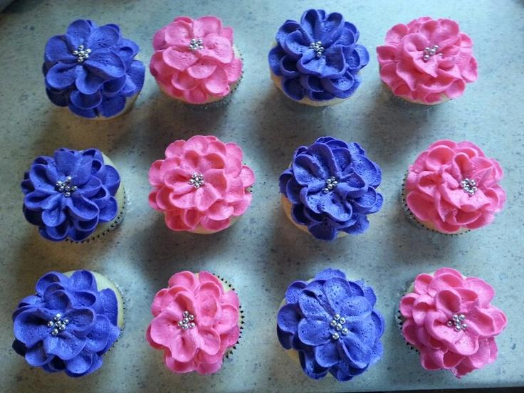 Wilton Cake Decorating Icing Flowers : Flower cupcakes using 125m Wilton tip. Cupcakes ...