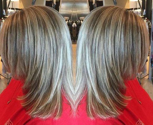 medium+layered+haircut+with+highlights