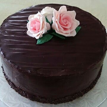Chocolate cake with chocolate ganache and gumpaste roses