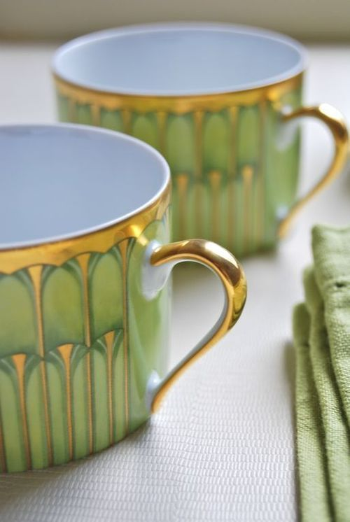 these coffee cups look Art Deco by their styling. Very Chic!
