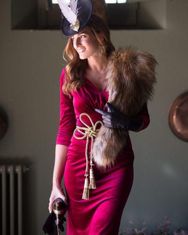 ❤️Look de invitada de @misscavallier con nuestro precioso vestido #Tilda, estola #Hedy y guantes de nuestra colección personal :) 〰Fotos: @dianasegurafotografia 〰Make up: @liscanokelvin para @salontoro 〰Hair: @javiervila_ para @salontoro 〰Espacio: @masiarosas  #invitada #lookinvitada #invitadaconestilo #vestidoterciopelo #velvet #invitadainvierno #invitadaperfecta #invitadaestilosa #boda #wedding #weddingguest #guestlook #bruna #brunacoleccion