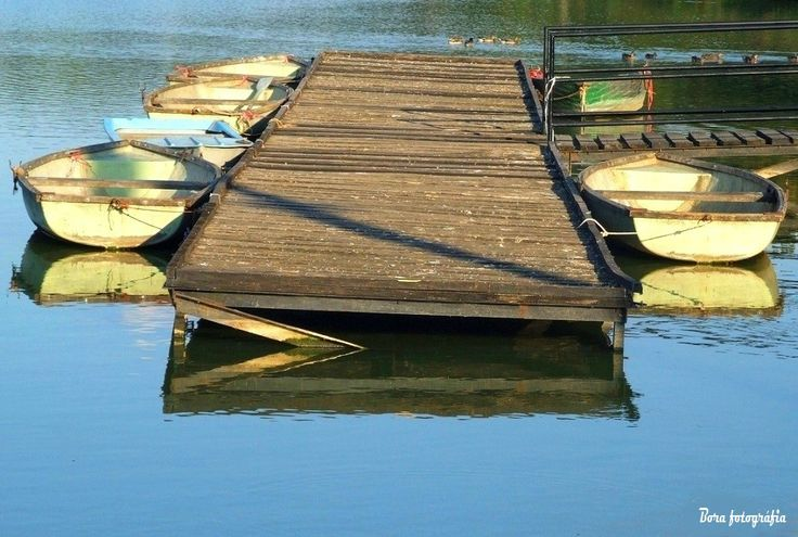 A csónakstég és tükre