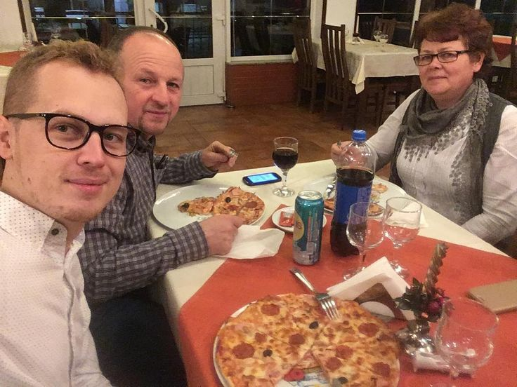 La o pizza cu familia  #pizza #family #restaurant #romania