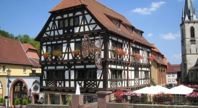 Walk sches Haus - 3 Star #Hotel - $109 - #Hotels #Germany #WeingartenKarlsruhe http://www.justigo.co.uk/hotels/germany/weingarten-karlsruhe/walksches-haus_198889.html