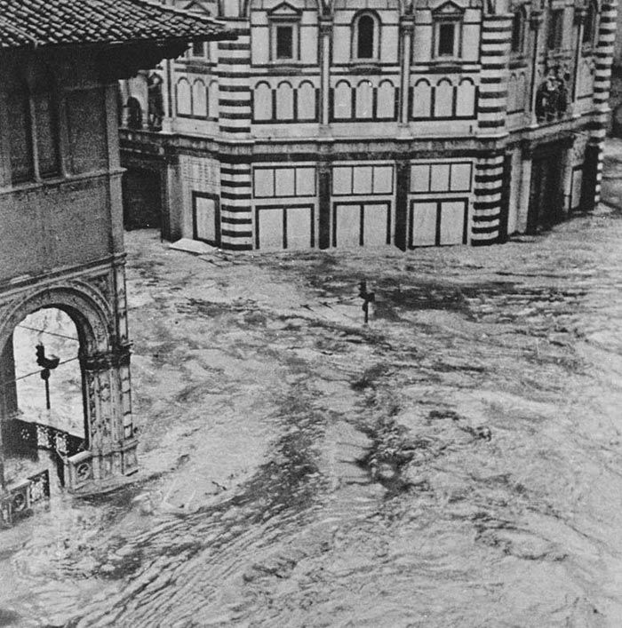 The Baptistery and the Loggia del Bigallo during the flood of 4 November 1966