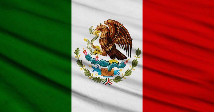 ¿Qué significan los colores de la bandera mexicana?. La bandera de México reconoce la historia del país, la religión y la herencia Azteca. Después de su adopción tras independizarse de España, los varios aspectos de la bandera tricolor han representado a la cultura y la gente de México.