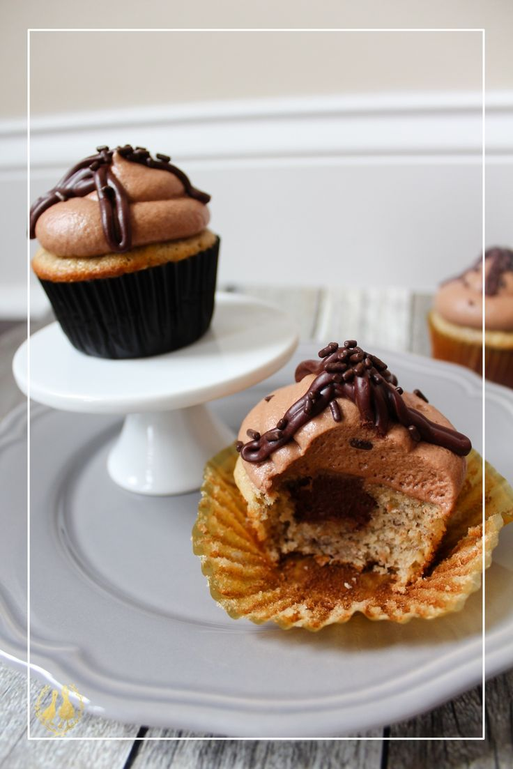 banana borracha cupcakes banana cupcakes baker's note: to make sour milk, whisk 2 tsp white vinegar into 1/2C whole milk and set aside for about 5 minutes or until it looks absolutely disgusting i n g r e d i e n t s 1/2 C butter, room temperature 3/4 C pure cane white sugar …