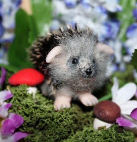 Huggable Hedgehog Knitting Pattern : 1000+ images about Vilt egels op Pinterest - Roodborstjes ...