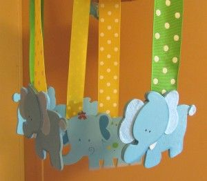 Need a homemade baby mobile? This would make a great shower gift as well as being fun in your own nursery. #mummydeals.org #baby