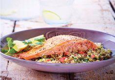 Salmón a la plancha sobre tabulé de quinoa