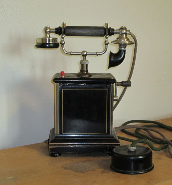 Telephone 1900 39 s danish hand crank telephone table model for Table tele