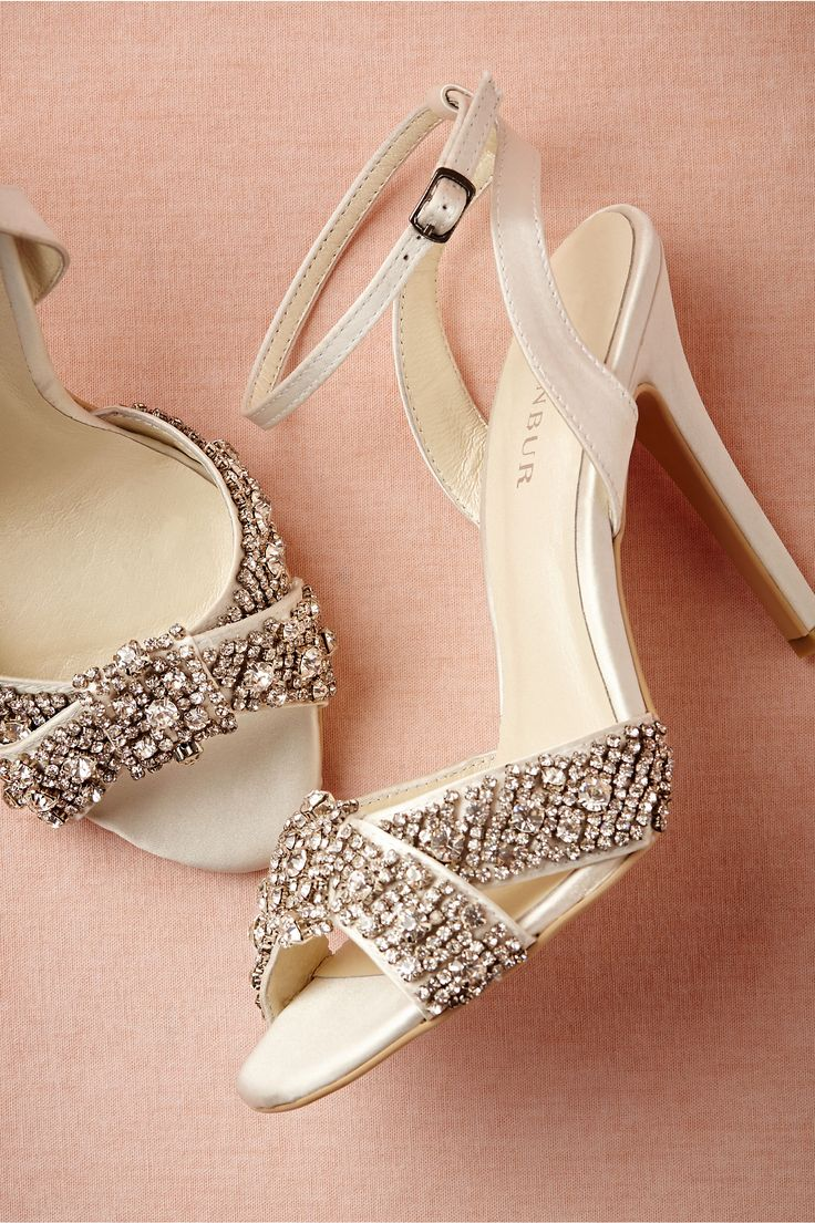 How amazing are these crystal encrusted shoes?!