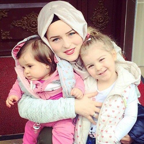 muslimah and daughter image