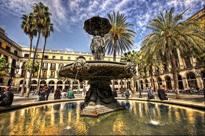 #PlaçaReial  is a #square in the #BarriGòtic of #Barcelona. It lies next to #LaRambla and constitutes a well-known #touristic #attraction, especially at night. On the #plaza are a large number of #restaurants and some of the city's most famous #nightclubs including #Sidecar, #Jamboree or #Karma. It is also known for its many outdoor venues and is a popular meeting place during the summer.