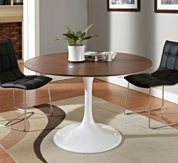 Saarinen is a table of the designer from which it takes its name, Eero Saarinen, for Knoll. A timeless table for your living.