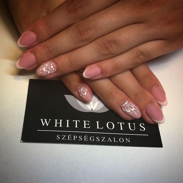 French nails 💅🏼🤳🏻 ➡️ Instagram: anett.volcz
