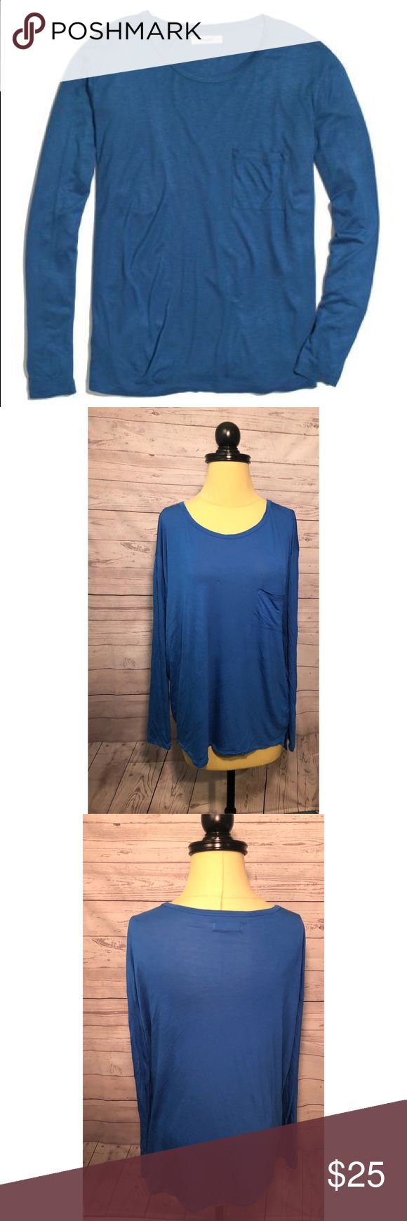 Madewell Blue Longsleeve Drape Tee This blue longsleeve drape Tee is 100% viscose, meaning it basically feels like wearing pajamas. Amazingly soft. Gorgeous blue color. Worn once or twice. Size XL. ✨ Feel free to ask any questions. No trades or outside transactions. Offers welcomed. Bundle to save more! Madewell Tops Tees - Long Sleeve