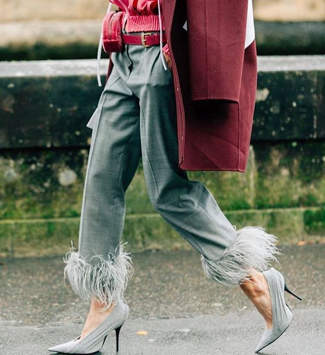 W drodze do pracy? #stylinginspo #balenciaga #feathers #beltbag #styling #harpersbazaarpolska #stylizacja #onthewaytowork #fashioninspiration repost @netaporter via HARPER'S BAZAAR POLAND MAGAZINE official Instagram - #Beauty and #Fashion Inspiration - Beautiful #Dresses and #Shoes - Celebrities and Pop Culture - Latest Sales and Style News - Designer Handbags and Accessories - International Advertising Campaigns - Gifts and Bargain #Shopping Guide - Famous Luxury Brands on Instagram…