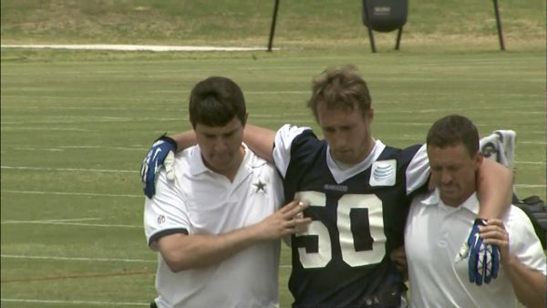 Cowboys linebacker Sean Lee suffered potentially serious left knee injury