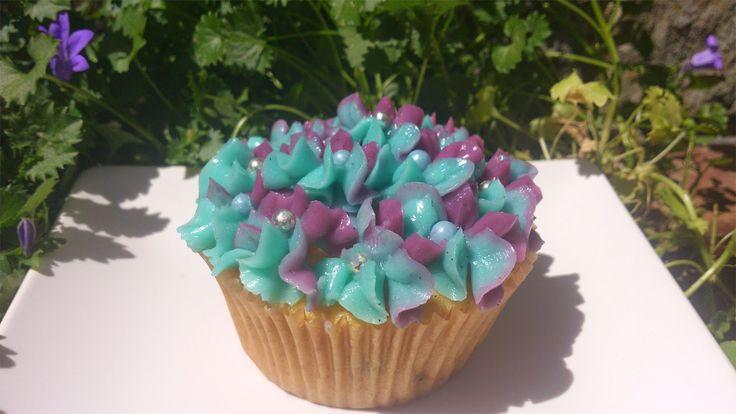Mi Toque Mas Dulce: Receta de cupcakes de vainilla decorados con horte...
