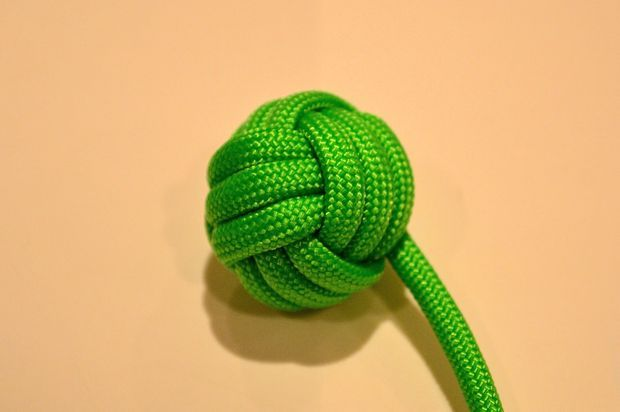 Monkey fist knot paracord