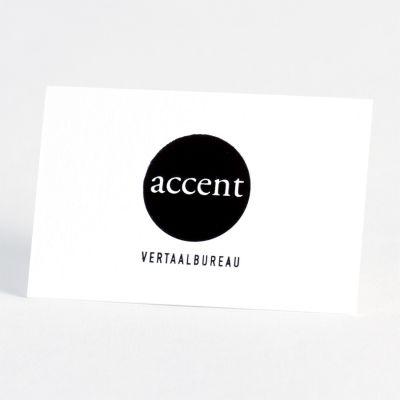 Kies voor professionele Luxe Letterpress visitekaartjes op stevig luxepapier. Bij deze ambachtelijke druktechniek wordt de tekst in de kaart gedrukt met een optisch en voelbaar effect. Dit kaartje is uitgevoerd in zwarte folie, maar andere kleuren zijn mogelijk.