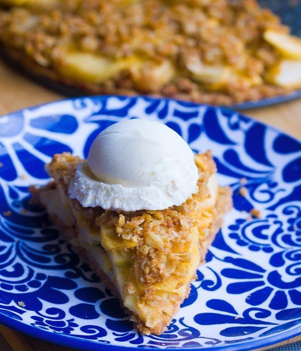 Flaky homemade pie crust, sweet cinnamon apples, and buttery oatmeal crumble – This homestyle healthy apple pie is good beyond words! Not weighed down by butter and sugar, the apples in this pie real